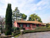 Vista esterna villa di Brescia in zona panoramica